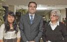 El alcalde, junto a las ganadoras del Concurso de Carteles y del Certamen de Relatos